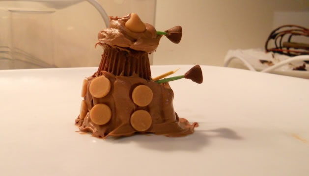 chocolate_peanutbutter_dalek_cupcakes.jpg