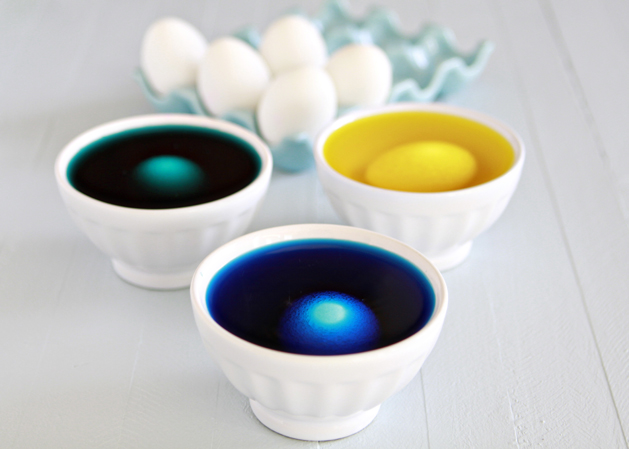 Kidskitchen-Howto-Dye-Eastereggs-Soaking