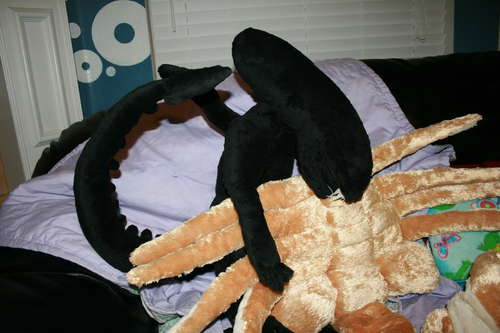 Alien-Facehugger-Pillow-Pet.jpg