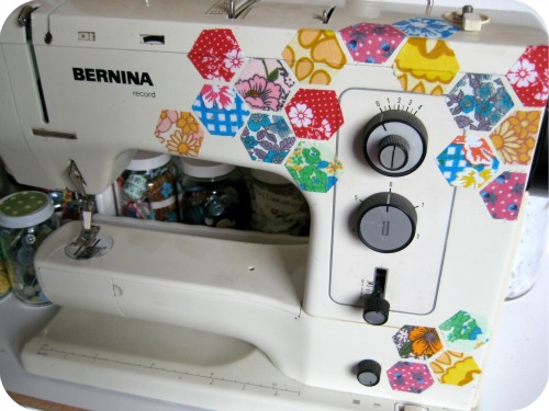 dee-construction_pimp_sewing_machine.jpg