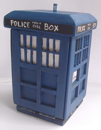 tardis_sewing_kit1.jpg