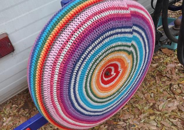 yarn_bomb_tire.jpg