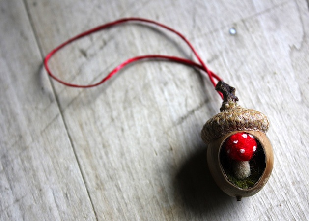 lilfishstudios_an_acorn_ornament.jpg