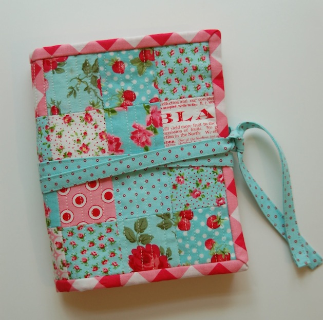 Lots_of_Pink_here_sewing_kit.JPG