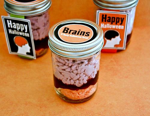 brains_in_a_jar_cake.jpg