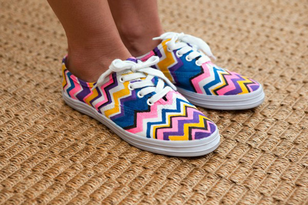 R29 DIY MIssoni chevron shoes-2.jpg