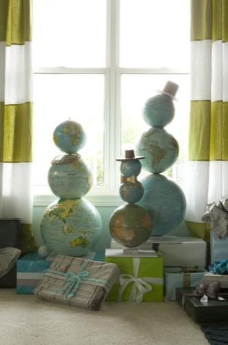 globe_snowmen_family.jpg