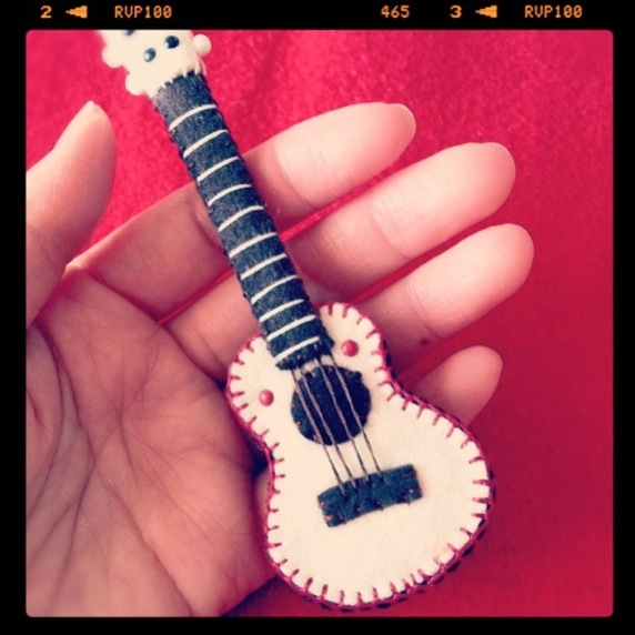 white_ukulele_flickr_roundup.jpg