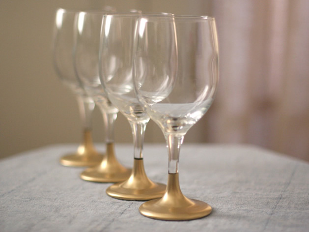 gold_dipped_holiday_wine_glasses.jpg
