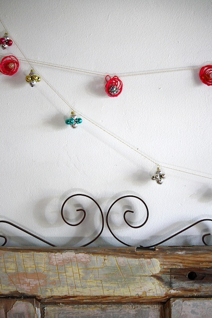 scrumdilly_do_mini_yarn_garland_flickr_roundup.jpg