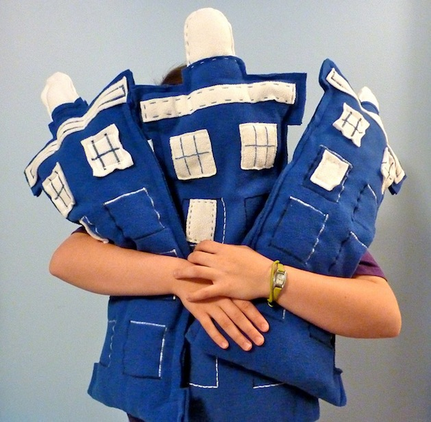 Tardis_Pillows_flickr_roundup.jpg