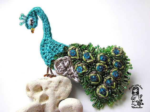 crochet_beaded_peacock_brooch.jpg
