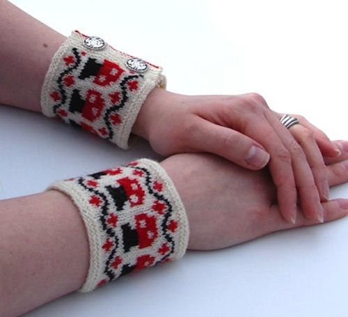 helloyarn_mushroom_wrist_warmers.jpg