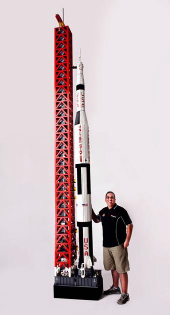 massive_lego_apollo_11.jpg