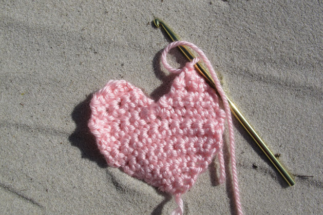crochetconversationheart_step7.jpg