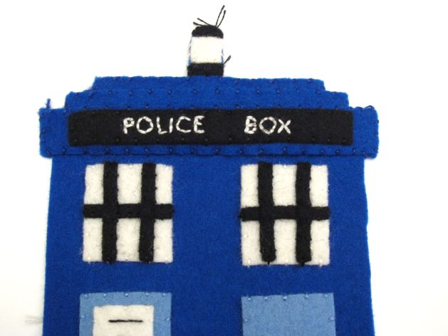 TARDIS_Phone_Charging_Station_Step07b.jpg