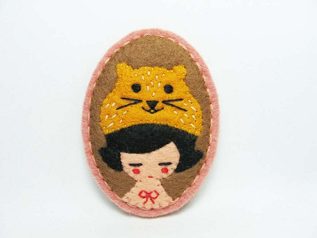 Girl_with_hamster_hat_felt_brooch_Flickr_Roundup.jpg