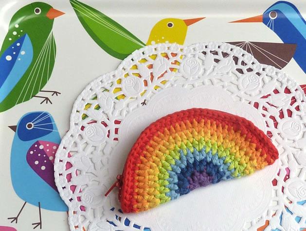 how_to_crochet_rainbow_coin_purse.jpg