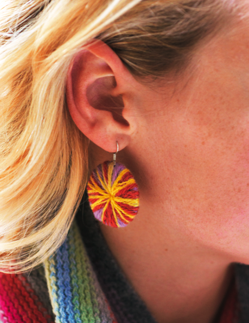chic_shoestring_pom_pomless_earrings.png