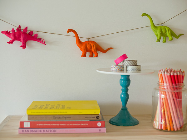 how_to_neon_dino_garland.jpg