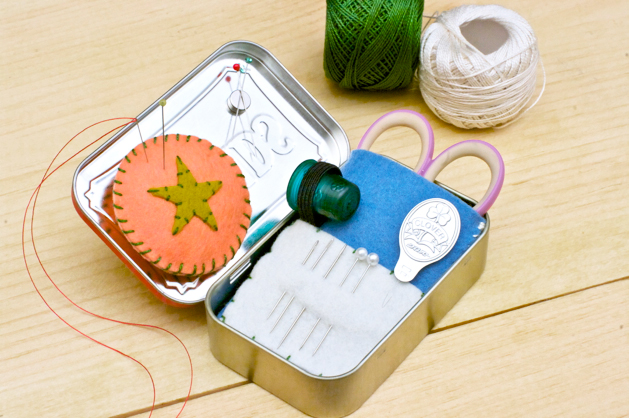 altoids_tin_travel_embroidery_kit_final_01.jpg