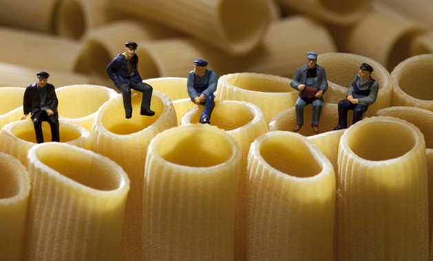 mini workmen on noodles.jpg
