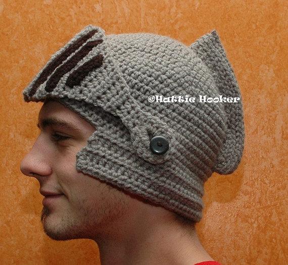 hattiehooker_crocheted_knights_helmet