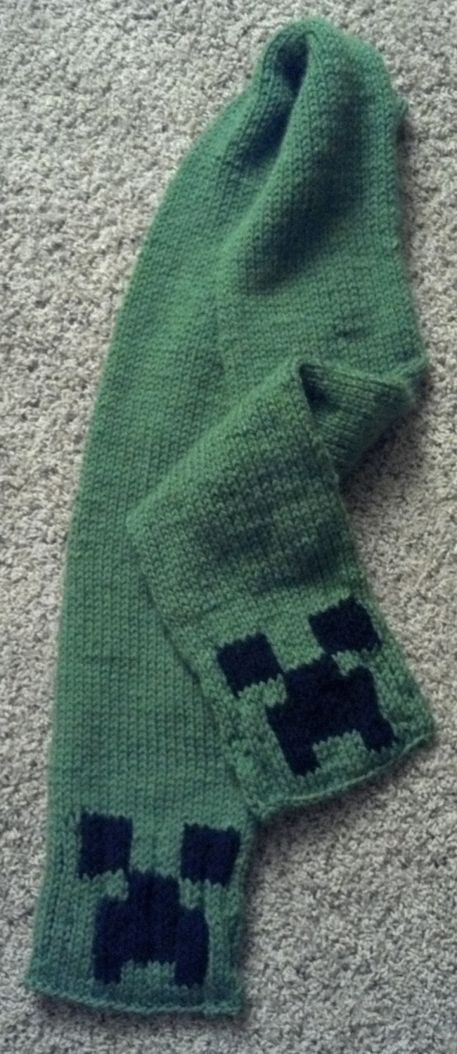 minecraft-creeper-scarf