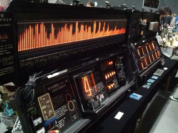Awesome audio spectrum analyzer using TONS of nixie tubes @yuna_digick (yuna.digick.jp).
