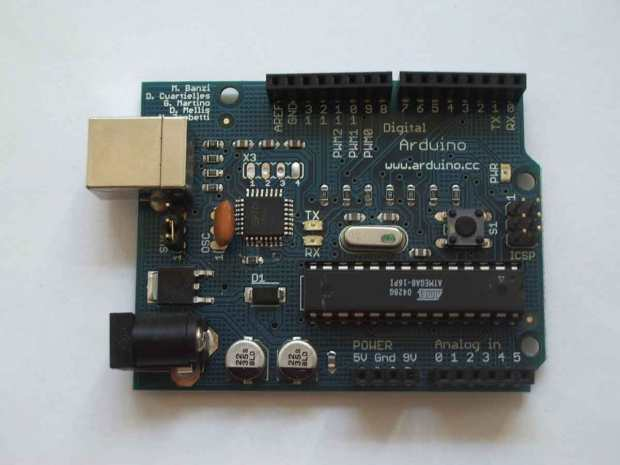 Arduino Extreme v2: Second production version of the Arduino USB board. This is has been properly engineered by Gianluca Martino. Serial number from 501 to (more or less) 2000.