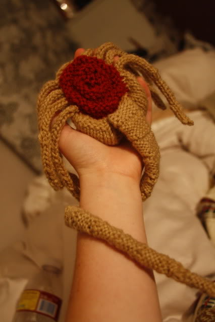 knitted-face-hugger-1