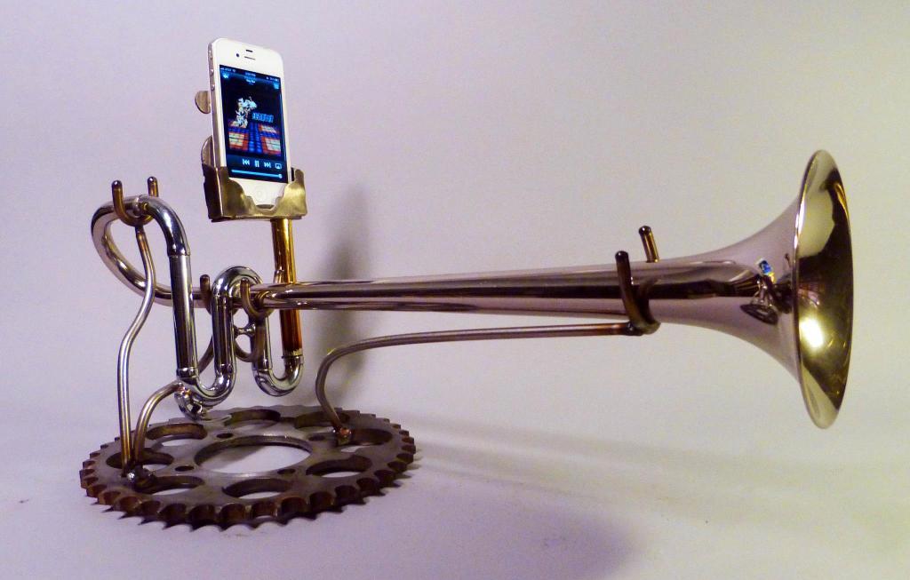 locke iphone horns2