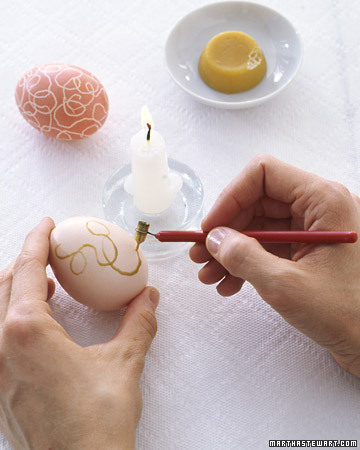 marthastewart_wax_resist_egg_dyeing