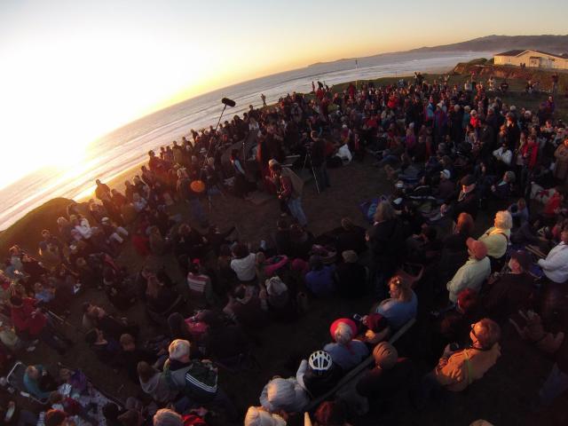sunset piano crowd
