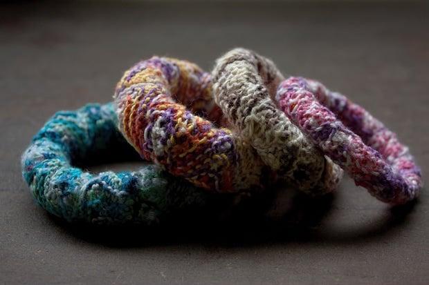04_knitted_bracelets_flickr_roundup