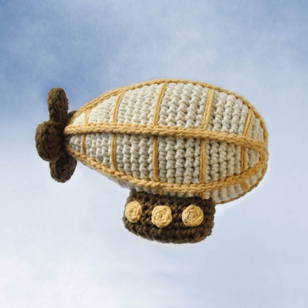 05_crocheted_airship_flickr_roundup