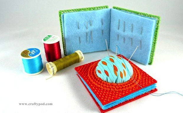 craftypod_plastic_canvas_needle_book_pincushion_01