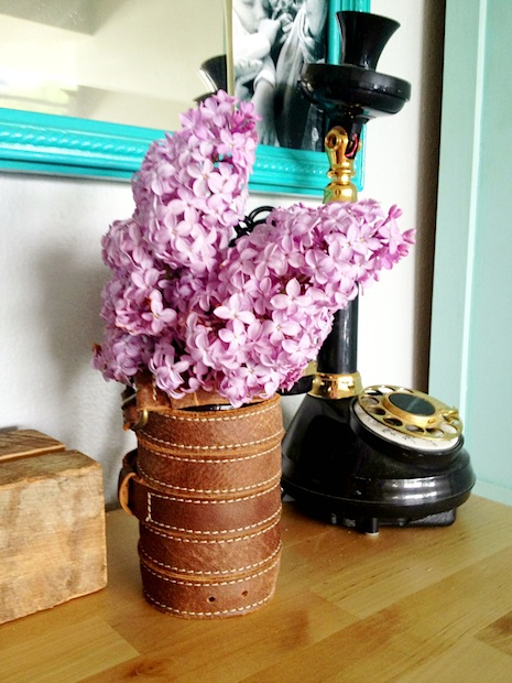 sketchystyles_leather_belt_vase