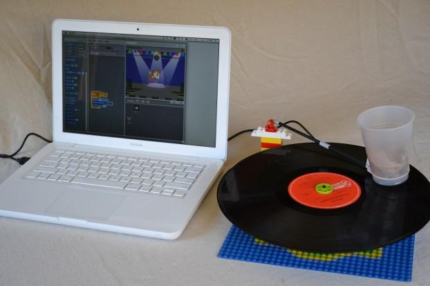 Working LEGO Phonograph