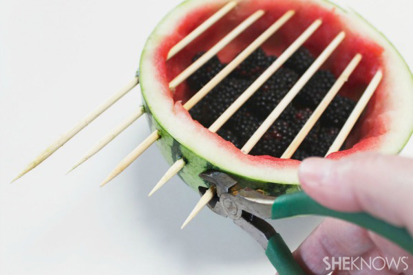 sheknows_watermelon_grill_centerpiece_02