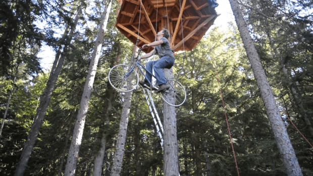 bicycle-powered treehouse elevator7