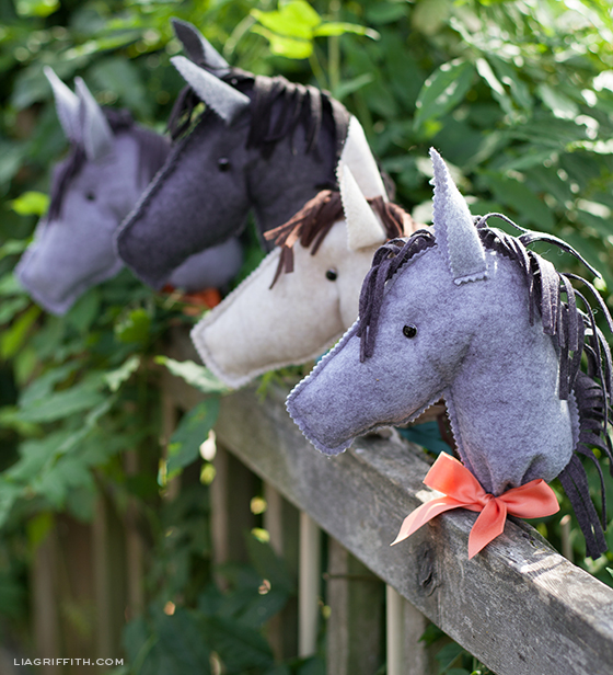 liagriffith_felt_stick_horses_01