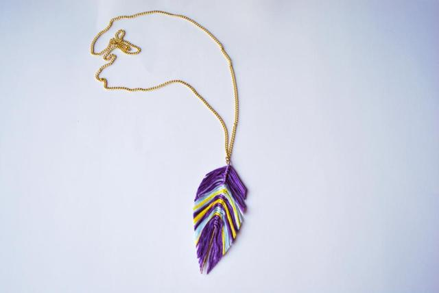 string feather neklace-2
