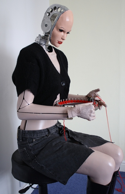 Humanoid knitting robot that can knit with its hands like a human.