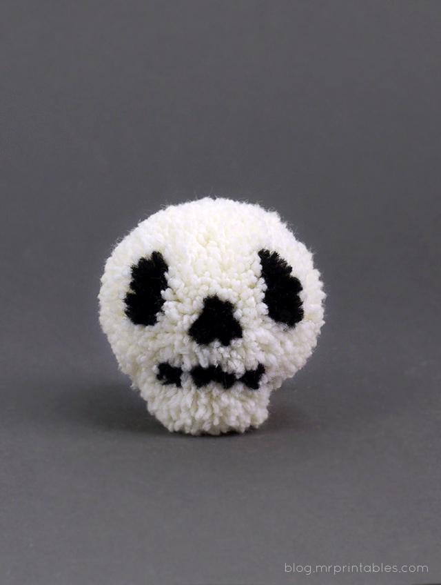 halloween-skull-pompom1