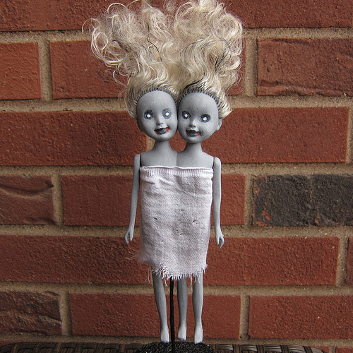 zombie-siamese-twin-dolls-1