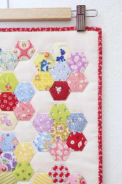 01_Hexagon_Flower_Doll_Quilt_flickr_roundup