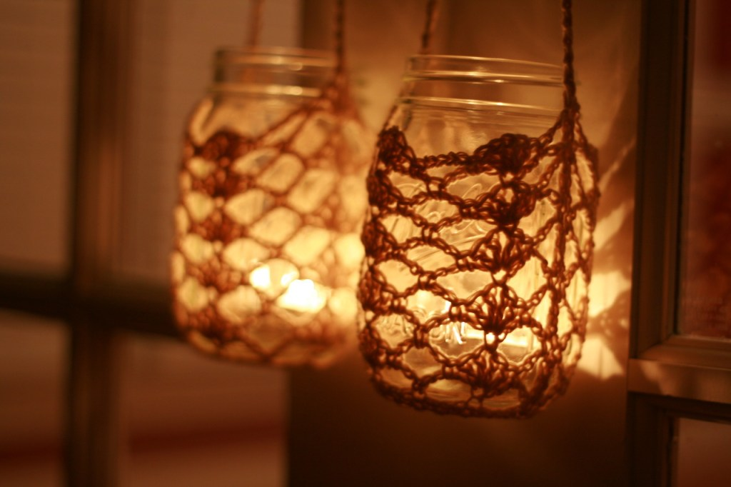 crocheted-hanging-mason-jar-2