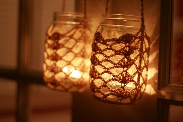 crocheted-hanging-mason-jar-2