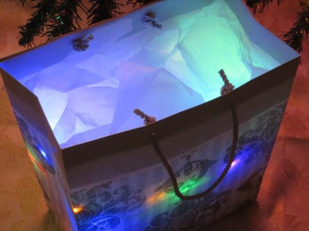 DIY Hacks & How To's: Light Up Christmas Present